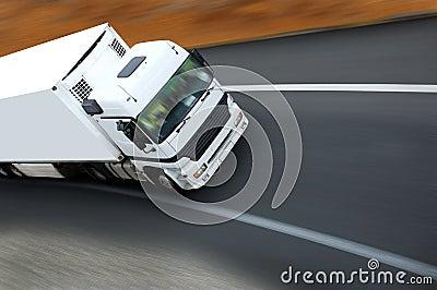 Camion en sortie de courbe