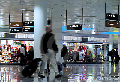 Camminando in un aeroporto