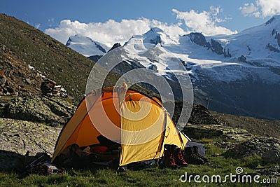 Camper dans les montagnes