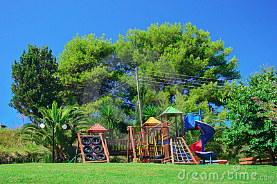 Campo de jogos das crianças em um parque