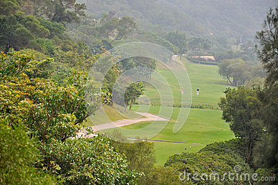 Campo do golfe no vale