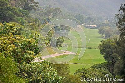 Campo do golfe no vale