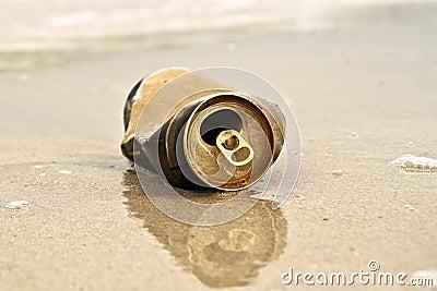 Can trash on the beach