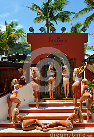 Free CANCUN, MEXICO - MAY 05: Models Pose Outside For White T-shirt Project Royalty Free Stock Photo - 41013625