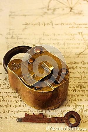 Candado de cobre amarillo antiguo