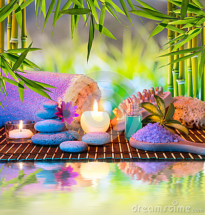 Free Candles And Tower White Stones And Towel, Sponge A Stock Images - 30213324