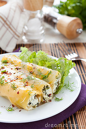 Free Cannelloni Tubes Baked In The Oven Stock Photos - 29498023