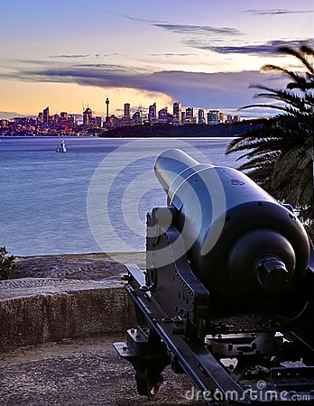 Cannon pointing to Sydney
