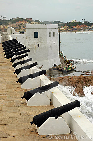 Free Cannons Along Wall At Cape Coast Castle Royalty Free Stock Photo - 15094445