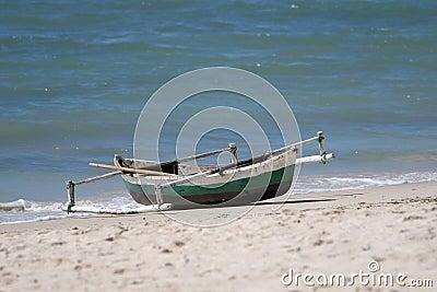 Canoa o barco del Dhow en Mozambique