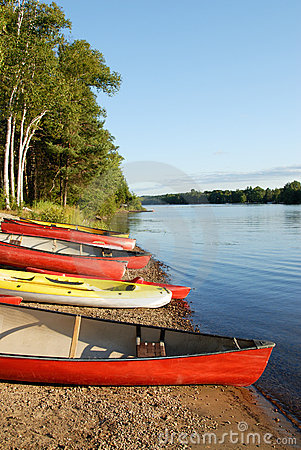 Free Canoes And Kayaks Royalty Free Stock Images - 2953769