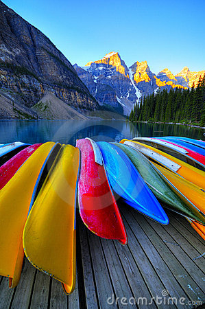 Free Canoes At Lake Moraine Canada Stock Photo - 6276730