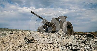 canon de la guerre mondiale d'Union Soviétique de 35mm 2 banque de vidéos