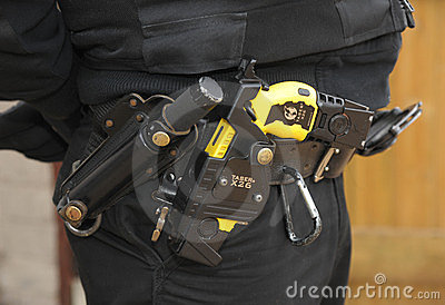 Canon de Taser de police Photo éditorial