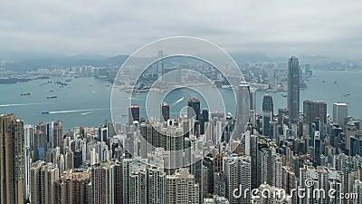 cantidad de izquierda a derecha de filtrado cinemática del Time Lapse 4K de Victoria Harbour tomada del pico en Hong Kong durante metrajes