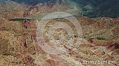 Canyon dans le désert de la Mongolie de Gobi Pousse régionale de Dron clips vidéos
