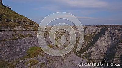 Canyon de Delika avec le tributaire saisonnier de la rivière Nervion, Espagne clips vidéos
