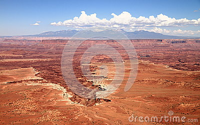 Canyonlands: crater of stone monuments and pillars