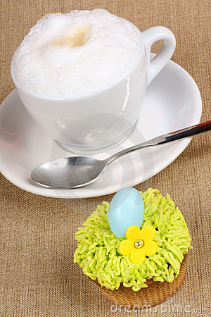 Cappuccino and Easter cupcake