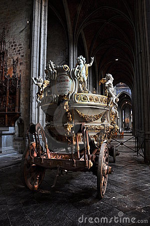 Car d Or - gilded dray