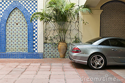 Car parked decorative wall