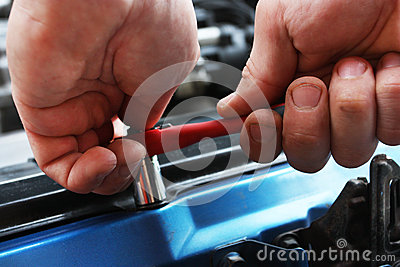 Car repairs by the mechanic