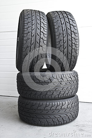 Free Car Tires Stock Images - 57331784
