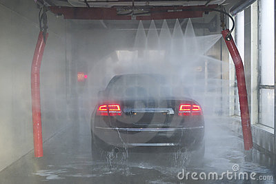 Car Wash With Geometric Spray