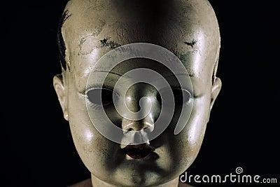 Cara asustadiza de la muñeca