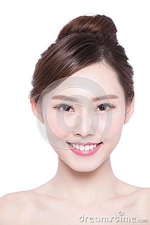 Nata de remoção de pigmentação em uma cara