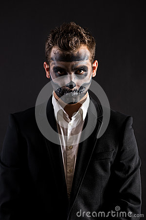 Cara de los hombres de Halloween pintada