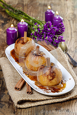 Free Caramel Apples On Wooden Table Stock Photo - 39264670