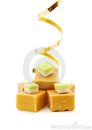 Caramel fudge and golden ribbon