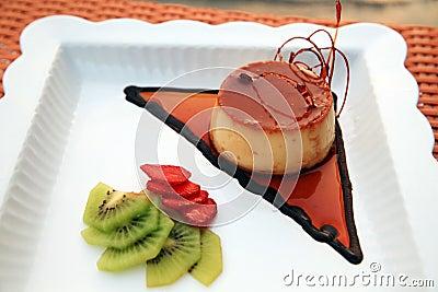 Caramel pastry cake