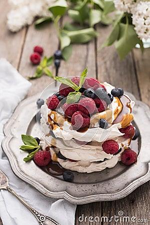 Free Caramel Pavlova Cake Royalty Free Stock Photo - 69887445