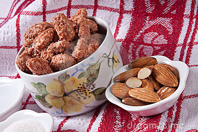 Caramelized almonds