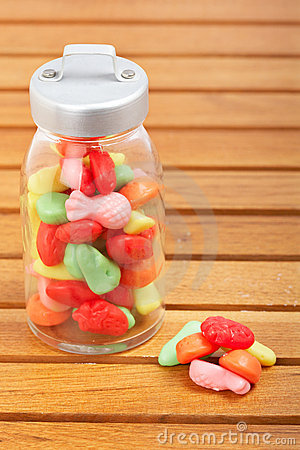 Caramelos en el tarro de cristal