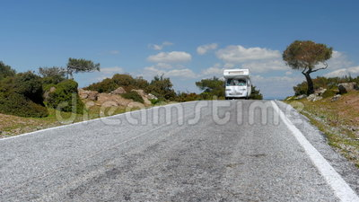 Caravanï ¿ ½在庄严空的路, Assos,土耳其的露营者货车