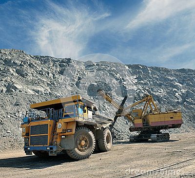Cargamento del mineral de hierro