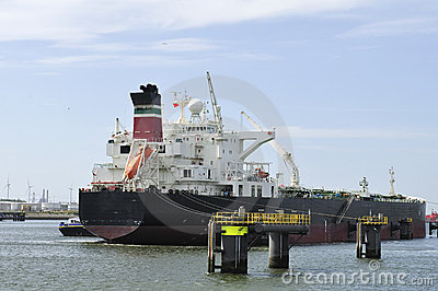 Cargo ship and harbor crane