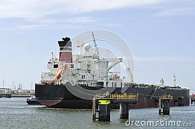 Cargo ship and harbor crane