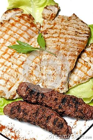 Carne asada a la parilla rumana tradicional