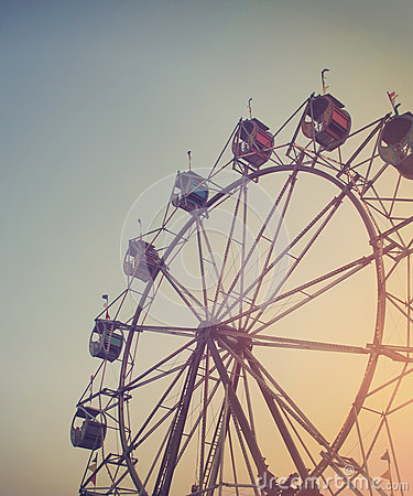 Free Carnival Ferris Wheel In Sunset Sky At Night Stock Photography - 70758302