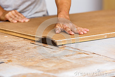 how to use jigsaw to cut wood