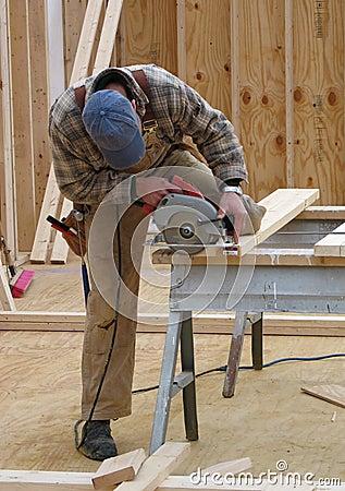Free Carpenter Using A Circular Saw Royalty Free Stock Images - 1578329