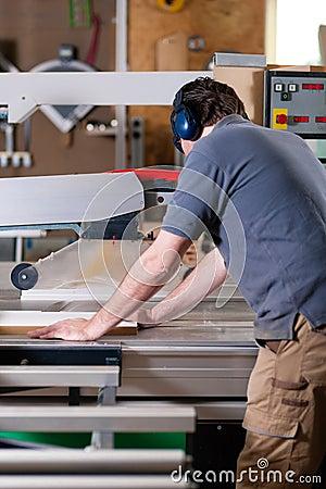 Free Carpenter Using Electric Saw Stock Photos - 20034003
