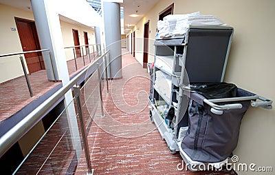 Carrello di pulizia della camera di albergo