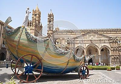 Carro de Santa Rosalia na catedral de Palermo