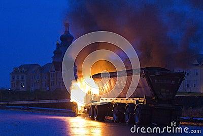 Carro en el fuego, Markham ENCENDIDO, Cathedraltown Foto de archivo editorial
