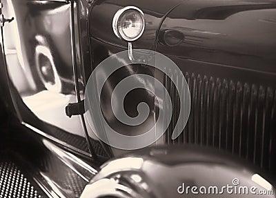 Carro retro-denominado bonito do russo